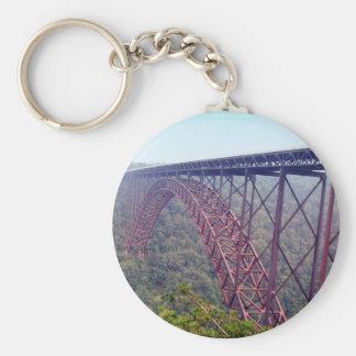 Ponte de desfiladeiro de rio novo chaveiro
