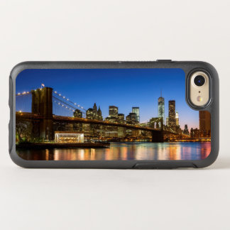 Ponte de Manhattan e de Brooklyn no crepúsculo Capa Para iPhone 7 OtterBox Symmetry