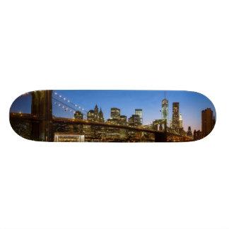 Ponte de Manhattan e de Brooklyn no crepúsculo Shape De Skate 18,1cm