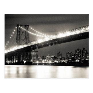 Ponte de Williamsburg na Nova Iorque na noite Cartão Postal