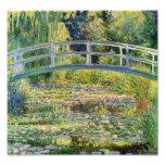 Ponte japonesa de Monet com impressão dos lírios d Fotografias