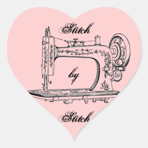 Ponto da máquina de costura do vintage pelo ponto adesivo em forma de coração