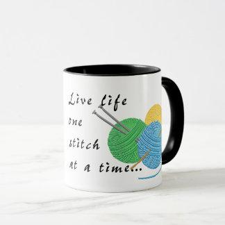 Ponto vivo da vida uma em uma caneca de café do