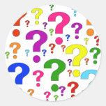 Pontos de interrogação do arco-íris adesivos redondos