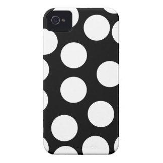 Pontos grandes em preto e branco. capa para iPhone 4 Case-Mate
