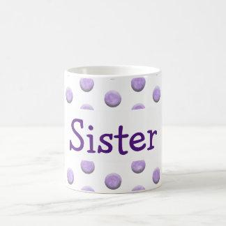 Pontos roxos da aguarela da irmã com texto caneca de café
