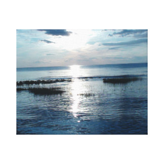 Por do sol azulado sobre a praia de Cape Cod