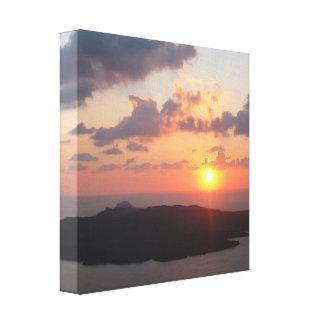 Por do sol brilhante de Santorini