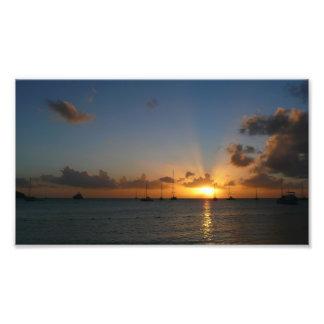 Por do sol com impressão da foto dos veleiros impressão de foto