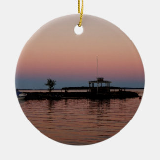 Por do sol da baía do uísque, ilha de St Joseph Ornamento De Cerâmica Redondo
