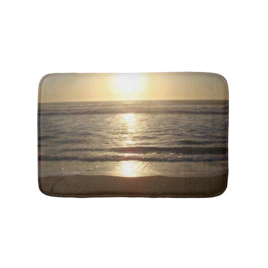 Por do sol da praia tapete de banheiro