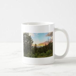 Por do sol das montanhas rochosas caneca de café