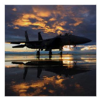 Por do sol do avião de combate poster perfeito