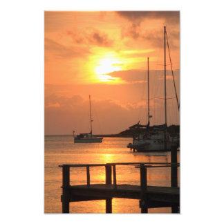 Por do sol do porto na ilha de Ocracoke Foto Artes
