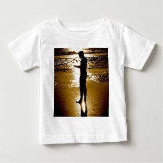 Por do sol do surfista camiseta para bebê