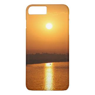 Por do sol dourado na capa de telefone do móbil do