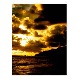 Por do sol em Carate, Costa Rica Cartão Postal