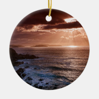 Por do sol escocês, costa norte de Scotland Ornamento De Cerâmica Redondo