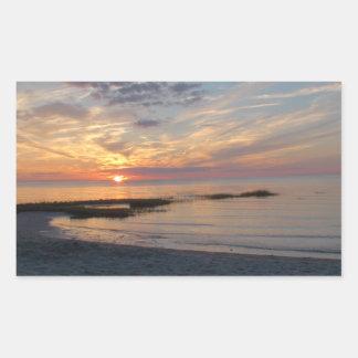 Por do sol impressionante sobre etiquetas da foto adesivo retangular