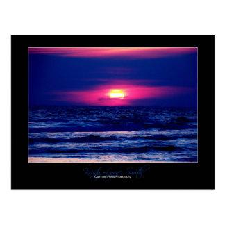 Por do sol no cartão da praia da Cidade do Panamá