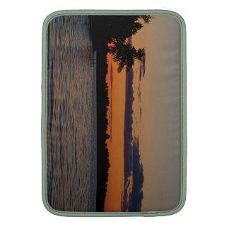 Por do sol no lago V Capas Para MacBook Air