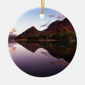 Por do sol no Loch Leven, Scotland Ornamento De Cerâmica Redondo