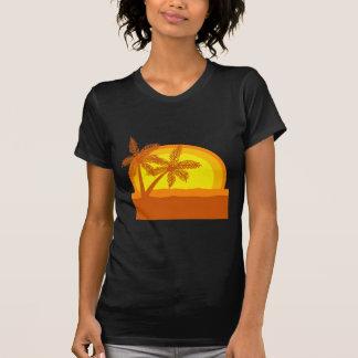 Por do sol retro do estilo t-shirts