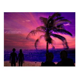 Por do sol romântico em uma praia, cartão