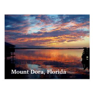 Por do sol sobre a arte da foto do cartão de Dora