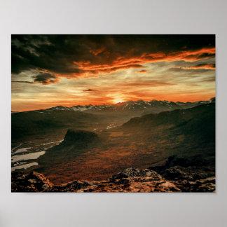 Por do sol sobre as montanhas - poster da natureza