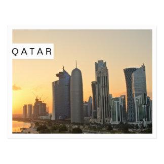 Por do sol sobre cartão branco do quadro de Doha,