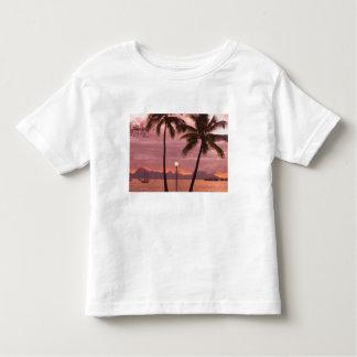 Por do sol sobre Moorea da praia de Sofitel Maeva T-shirts