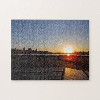 Por do sol sobre o quebra-cabeça de Cidade de