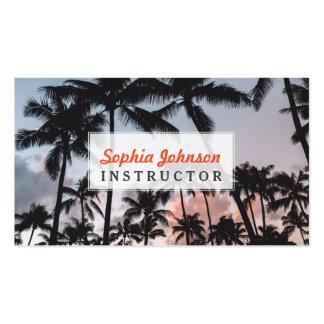 Por do sol tropical de relaxamento das palmeiras cartão de visita