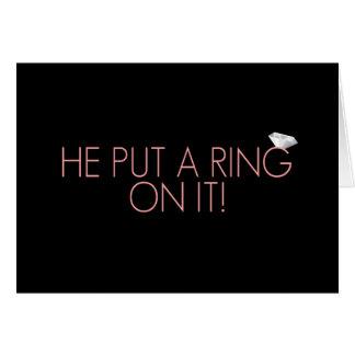 Pôr um anel sobre ele anúncio do noivado de | cartão comemorativo