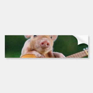 Porco bonito engraçado que joga a guitarra adesivo para carro
