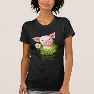 Porco cor-de-rosa pequeno na grama t-shirt