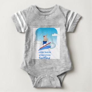 Porco enlameado nas ondas body para bebê