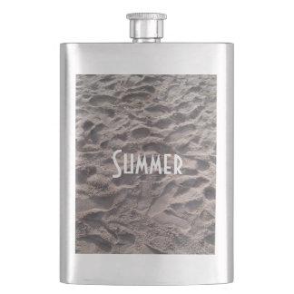 Porta Bebida Passos nas férias de verão da praia da areia