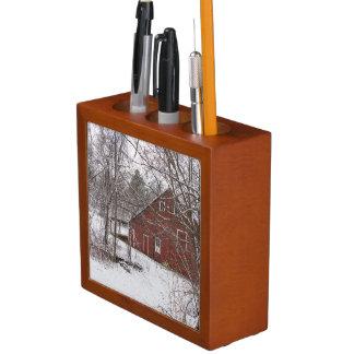 Porta-caneta Celeiro vermelho na neve