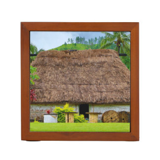 Porta-caneta Fijian tradicional Bure, vila de Navala, Fiji