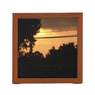 Porta-caneta nascer do sol alaranjado das árvores da silhueta