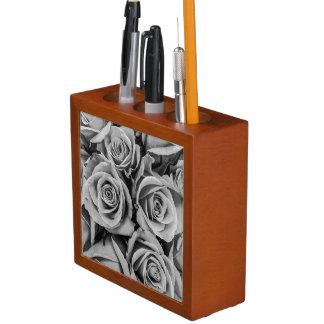 Porta-caneta Organizador monocromático da mesa dos rosas