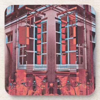 Porta-copo Arte digital da reflexão azul vermelha das janelas