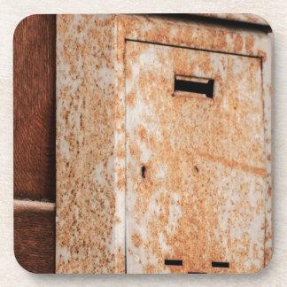 Porta-copo Caixa postal oxidada fora