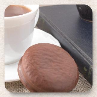 Porta-copo Copo com o bolo quente do cacau e de chocolate