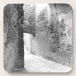 Porta-copo Corredores escuros de uma estrutura velha do