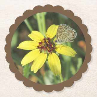 Porta-copo De Papel Borboleta na flor amarela