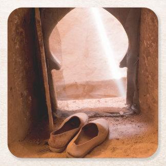 Porta-copo De Papel Quadrado Calçados marroquinos na janela