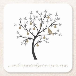 Porta-copo De Papel Quadrado E uma perdiz em uma árvore de pera